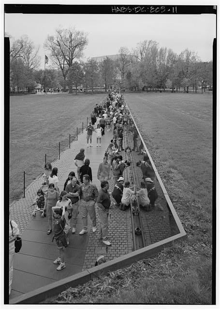 One of the first photos of the Memorial after it opened. (Photo: Library of Congress)