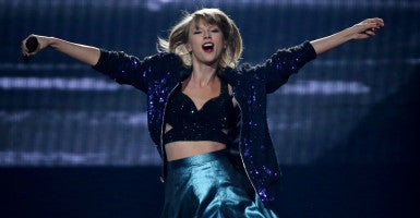 Taylor Swift brings in big bucks--but not compared to the national debt. (Photo: Kyndell Harkness/ZUMA Press/Newscom)