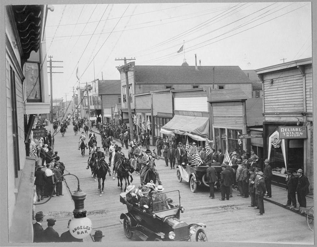 A local parade down Front Street to celebrate Independence Day, 1916. (Photo: The Library of Congress)