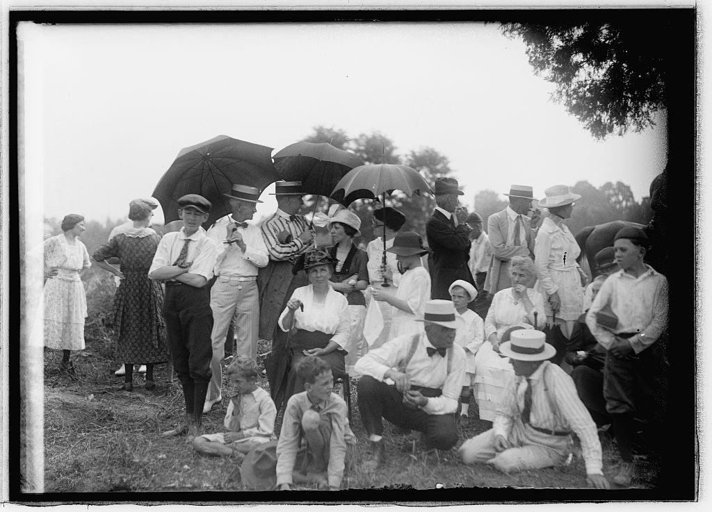 Some locals gather for a picnic in Vienna, Virginia, July 4th, 1921. (Photo: The Library of Congress)