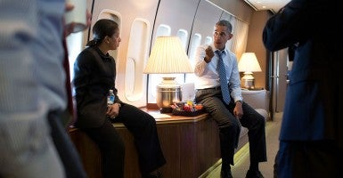 President Barack Obama talks with National Security Advisor Susan E. Rice and senior advisors aboard Air Force One. (Photo: Pete Souza)