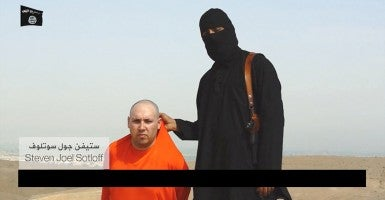 A screenshot of journalist Steven Sotloff in the video of the execution of James Foley.
