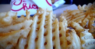 Children, and their parents, respond to how Chick-fil-A serves up its chicken sandwiches and waffle fries with biblical values. (Photo: Creative Commons)