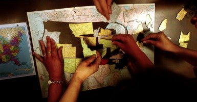 Students work on a puzzle of the United States. (Photo: St. Petersburg Times/ZUMAPRESS/Newscom)