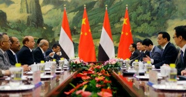 China's Premier Li Keqiang (2nd R) talks with Yemen's President Abd-Rabbu Mansour Hadi (3rd L) during a meeting. (Photo: Jason Lee/Reuters/Newscom)