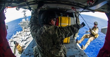 U.S. sailors conduct a helicopter rope suspension technique exercise on the aircraft carrier USS George Washington in the Philippine Sea, Sept. 9, 2014. (Photo: Mass Communication Specialist 3rd Class Paolo Bayas, U.S. Navy/Released)