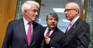 U.S. Chamber of Commerce President and CEO Thomas Donohue (left) with AFL-CIO President Richard Trumka and Sen. Orrin Hatch, R-Utah. (Photo: Tom Williams/CQ Roll Call/Newscom)