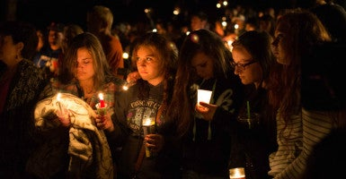 'We are UCC': Hundreds gather for a vigil Oct. 1 after the mass shooting earlier that day at Umpqua Community College in Roseburg, Ore. (Photo: Spenser Sutherland/Polaris/Newscom)