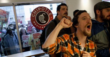 Stephen Baldwin shouts inside Chipotle Mexican Grill during a strike aimed at the fast-food industry and the minimum wage in Seattle, Washington, Aug. 29, 2013. (David Ryder/Reuters/Newscom)