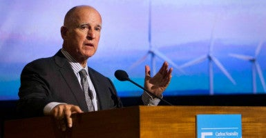 California Gov. Jerry Brown, speaking here at a climate change summit Oct. 27 in La Jolla, won kudos from the California Endowment for helping to make Obamacare easier to navigate. (Photo: Howard Lipin/ZumaPress/Newscom)