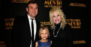 Ricky Schroder, Alyvia Alyn Lind, and Dolly Parton at the 24th Annual Movieguide Awards.  (Photo: FayesVision/WENN.com)