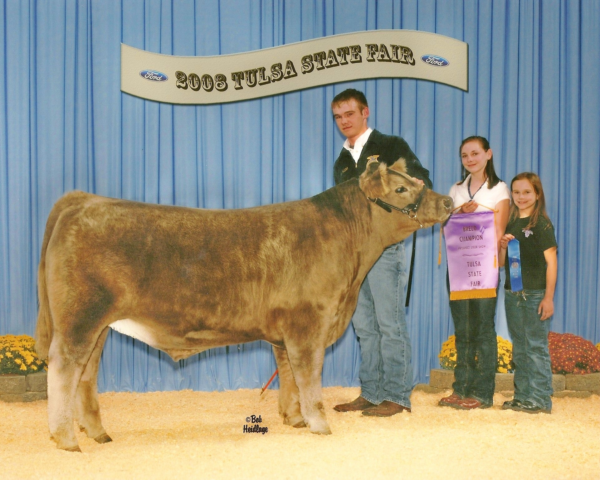 Our Military Kids awards grants to children of service members that pay for extracurricular activities. One grant helped a recipient in Oklahoma raise an award-winning steer. (Photo: Linda Davidson/Our Military Kids)