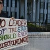 A protestor outside the Mississippi Governors Mansion. (Photo: Suzi Altman/Zuma Press/Newscom)