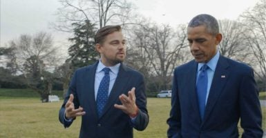 "Leonardo DiCaprio speaks with President Barack Obama in his recently released climate change documentary, ""Before the Flood."" (Photo: Cortesia /NOTIMEX/Newscom)"