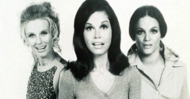 """""""I like Charles Krauthammer and Bill O'Reilly,"""" Mary Tyler  Moore said in 2009. Here the actress is flanked by co-stars Cloris Leachman, left,  and Valerie Harper. (Photo: ZumaPress /Newscom)"""