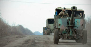 The Ukrainian army reinforces its defensive positions with artillery pieces to fend off an upcoming offensive, north of Debaltseve, Ukraine, Feb. 8, 2015. (Photo: Jonathan Alpeyrie/Polaris /Newscom)