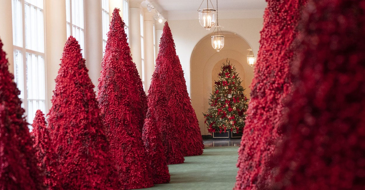 first lady melania trump designed an american treasures theme for the 2018 white house christmas decorations