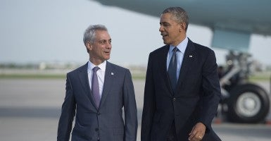 President Barack Obama walks alongside Chicago Mayor Rahm Emanuel. (Photo: AFP PHOTO/SAUL LOEB/Getty Images)