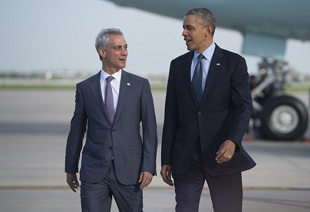 President Barack Obama walks alongside Chicago Mayor Rahm Emanuel. (Photo: AFP PHOTO/SAUL LOEB/Getty Images)