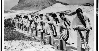 Seamen at Kaneohe Naval Air Station decorate the graves of their fellow sailors killed at Pearl Harbor. (Photo: Library of Congress Prints and Photographs)