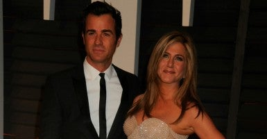 Jennifer Aniston, whose earnings put her in the 1 percent, and Justin Theroux. (Photo: Splash News/Newscom)