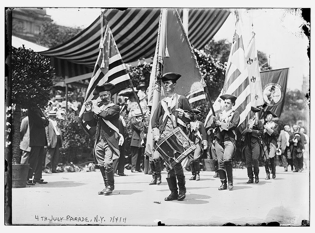 Patriotic marches in a 4th July Parade in 1911, N.Y. (Photo: The Library of Congress)