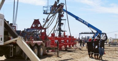 Drilling work under way in Texas to produce shale oil. (Photo: Kyodo/Newscom)