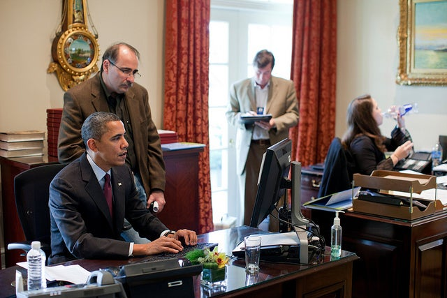 President Obama and David Axelrod using computer