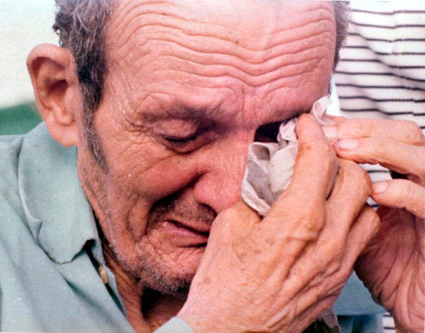 A Cuban refugee cries upon arrival in Florida Keys in 1980 (Florida State Library and Archives, Dale McDonald/CC By 2.0)