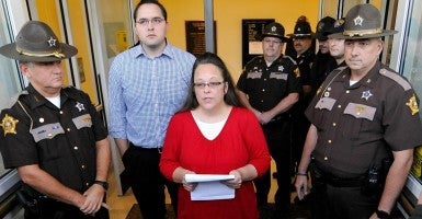 Kim Davis talks to the media. (Photo: Chris Tilley/Reuters/Newscom)