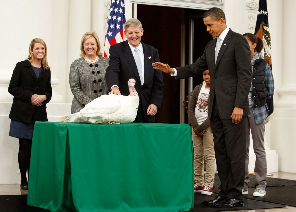 "President Barack Obama pardons a turkey named ""Courage"" as daughter Sasha looks on. (Photo: Alex Wong/Getty Images)"
