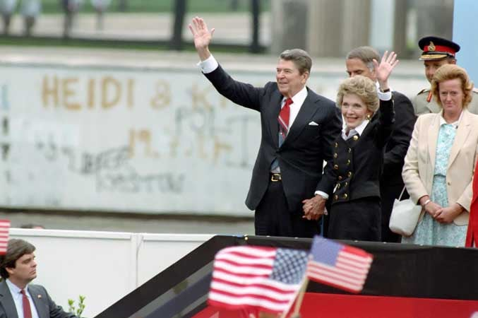 President Reagan and Nancy Reagan depart after remarks at Berlin Wall. (Photo: Ronald Reagan Library)
