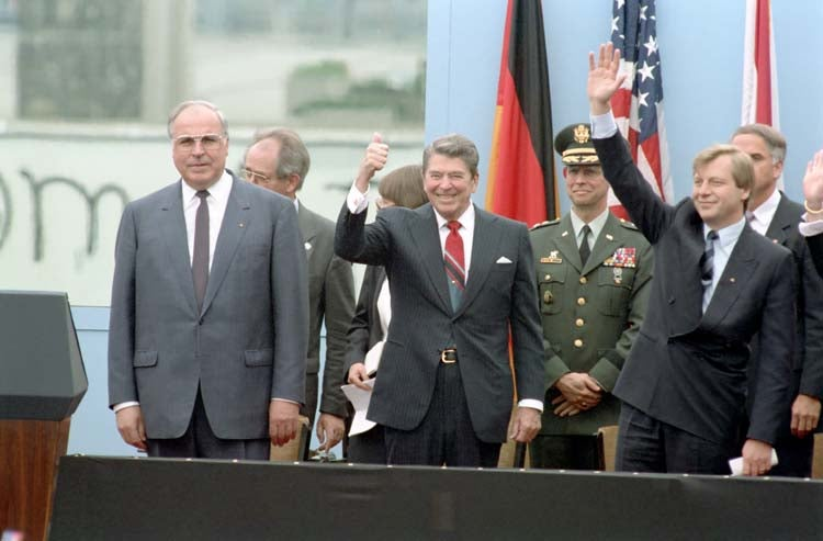 President Reagan with Chancellor Kohl and Eberhard Diepgen, arriving to give a speech at the Berlin Wall, Brandenburg Gate. (Photo: Ronald Reagan Library)