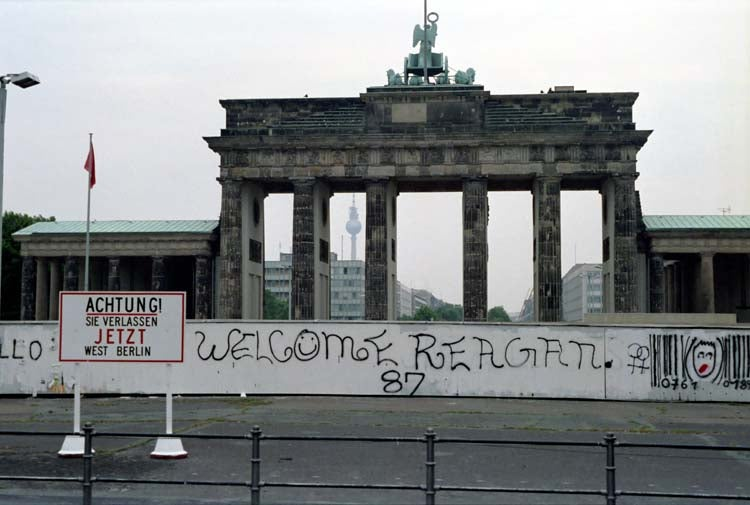The Brandenburg Gate at the Berlin Wall in West Berlin. (Photo: Ronald Reagan Library)