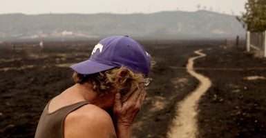 Robert Hooper, exhausted after several days with little sleep, is overcome with emotion while surveying his property that was burnt to the ground. (Photo: Reuters/David Ryder/Newscom)