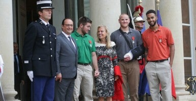 August 24, 2015 - Paris, France: French President Francois Hollande, U.S. National Guardsman Alek Skarlatos, U.S. Ambassador to France Jane Hartley, U.S. Airman Spencer Stone and U.S. student Anthony Sadler pose for photographs after the ceremony at the Elysee Palace.  (Photo: Philippe Sterc / Panoramic/Starface / Polaris/Newscom)