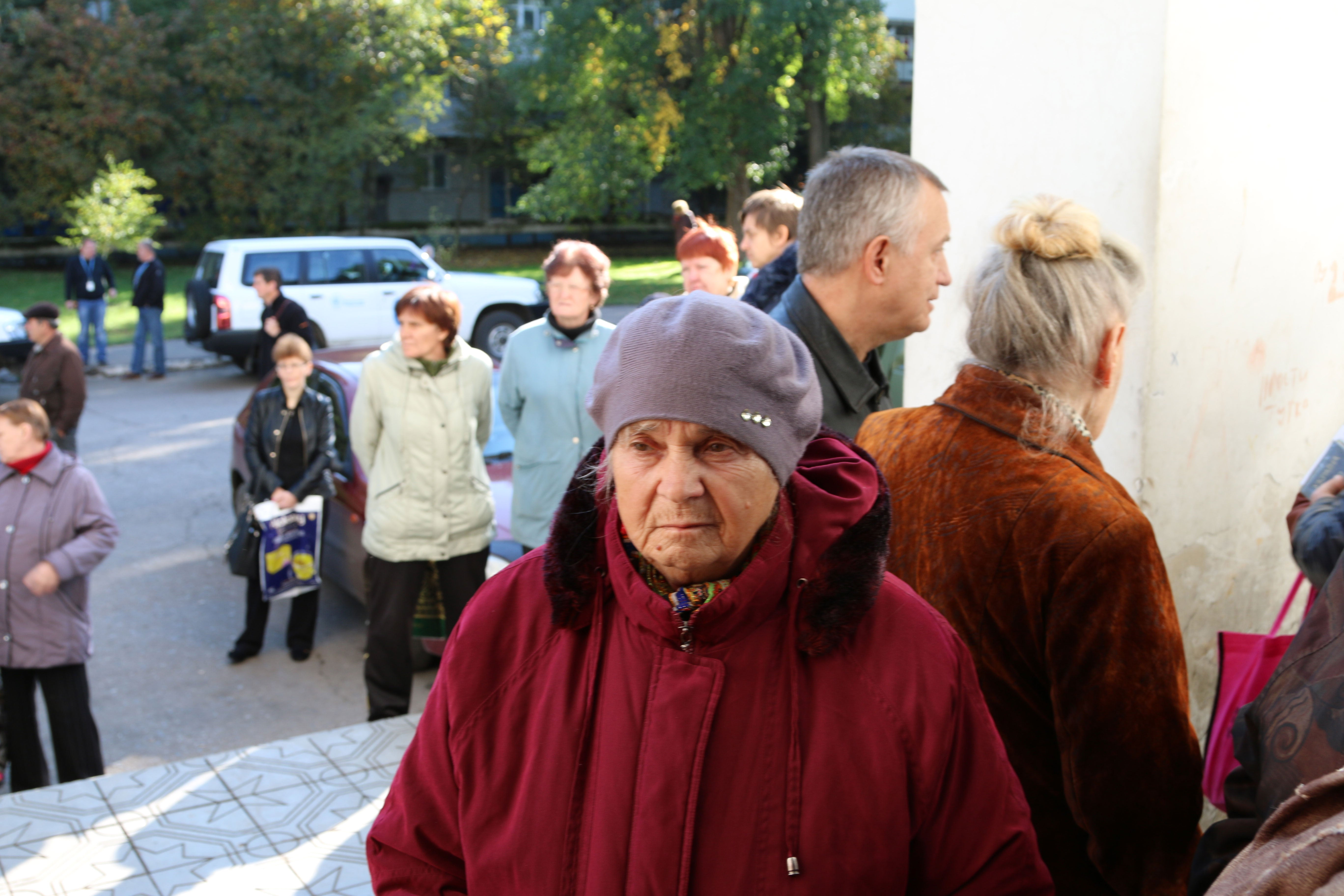Internally displaced persons line up at a United Nations World Food Program distribution center in east Ukraine. (Photos: Nolan Peterson/The Daily Signal)