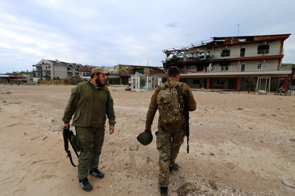 Ukrainian soldiers on the Shyrokyne beach (Photo: Nolan Peterson/The Daily Signal)