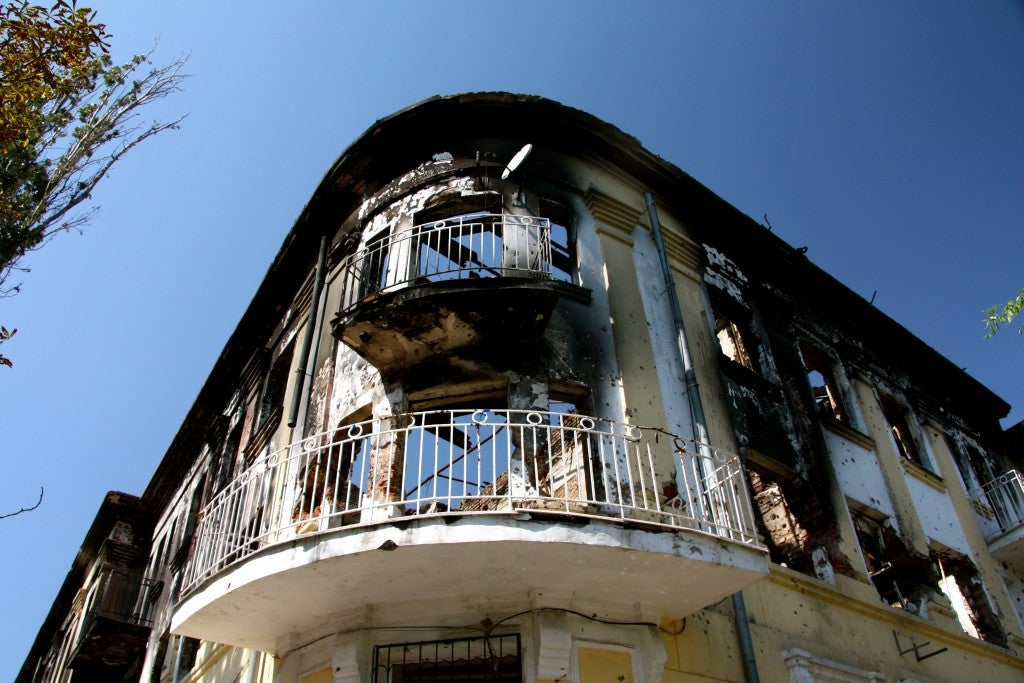 Battle damage on a building in Mariupol (Photo: Nolan Peterson/The Daily Signal)
