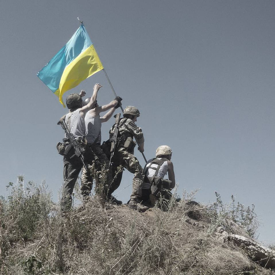 Ukrainian troops on the front line pay tribute to U.S. Marines in World War II. (Photo courtesy Denys Antipov)