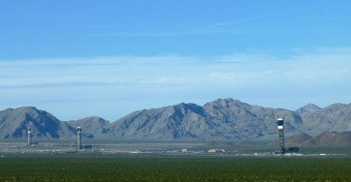 View of Ivanpah Solar Electric Generating System from Yates Well Road. (Photo: Wikimedia)