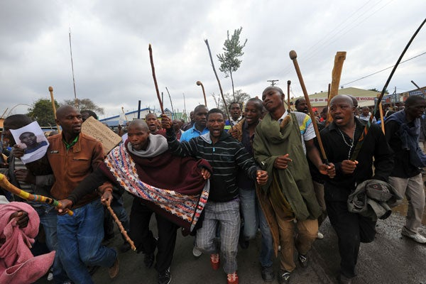 Thousands of striking miners singing and carrying sticks march on on the Lonmin Marikana mine on Sepember 5 (photo: AFP).