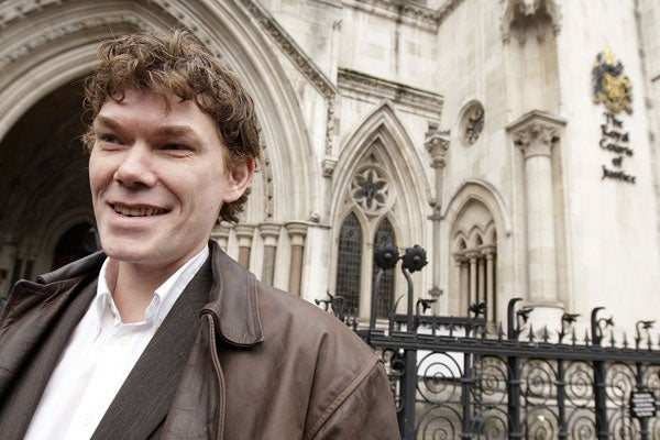 In a file photo taken on January 20, 2009, British hacker Gary McKinnon leaves the High Court in central London. (Photo: AFP)