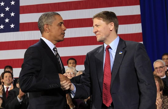 President Barack Obama shakes hands with Richard Cordray (R) after announcing that he has appointed Cordray to head the Consumer Financial Protection Bureau during a trip to Cleveland, Ohio January 4, 2012. REUTERS/Kevin Lamarque