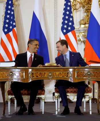 Obama and Medvedev sign new START