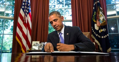 President Barack Obama vetoes the National Defense Authorization Act (NDAA), which authorizes spending for the Defense Department, in the Oval Office of the White House in Washington, DC, USA, 22 October 2015. This is only the fifth time President Obama has vetoed a bill during his presidency.  (Photo: EPA/JIM LO SCALZO/ Newscom)
