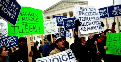 Protestors against the Affordable Care Act rally outside the Supreme Court March 2015. (Photo: Jim Lo Scalzo/EPA/Newscom)