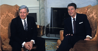 """United States President Ronald Reagan welcomes Chancellor Helmut Schmidt of Germany during an arrival ceremony at the White House in Washington, DC on May 21, 1981 (Photo: Benjamin E. """"Gene"""" Forte/CNP/AdMedia/Newscom)"""