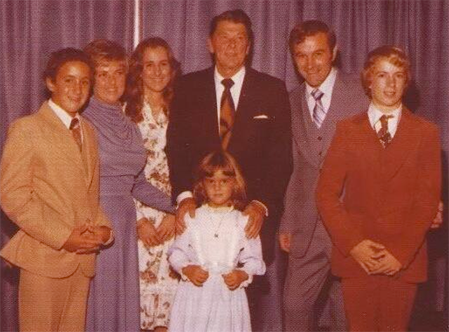 The Paul family with Reagan at the 1976 Republican Convention. From left to right, Robert, Mom, Lori, Joy, Ron, Ron and Rand.  (Photo: Rand Paul Twitter, @RandPaul)