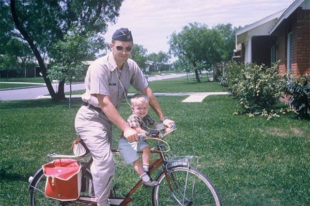 A very young Ron and very tiny Rand.  (Photo: Rand Paul Twitter, @RandPaul)